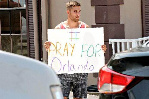 11 Selebriti Ini Sampaikan Ungkapan Dukanya Atas Kejadian Teror di Orlando