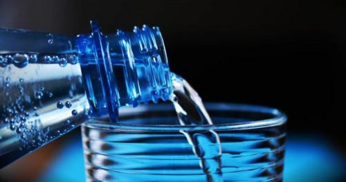 3 Cara Agar Terbiasa Minum Air Putih