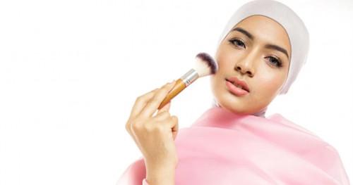 4 Tips Agar Make Up Tetap Awet dan Tahan Lebih Lama Saat Lebaran