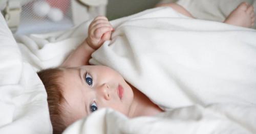 5 Cara Agar Batita Tidak Celaka di Kamar Tidur