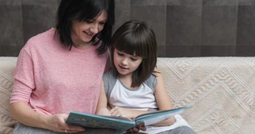 5 Jurus Jitu Membuat Anak Gemar Membaca Buku Ketimbang Main Gadget