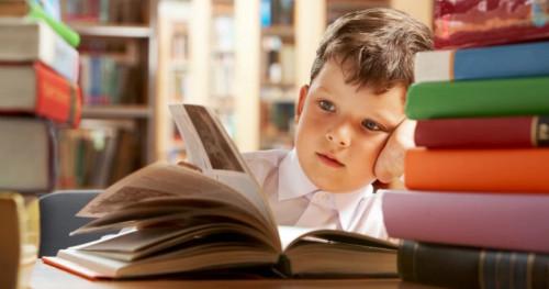 5 Manfaat Membiasakan Anak Gemar Membaca, Orangtua Harus Tahu!