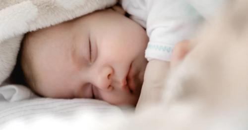 5 Tanda dan Cara Mengatasi Dehidrasi pada Bayi