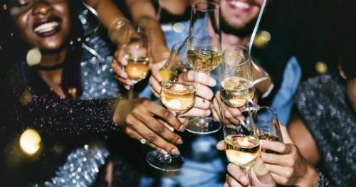 6 Cara Cepat Atasi Hangover Usai Pesta Tahun Baru