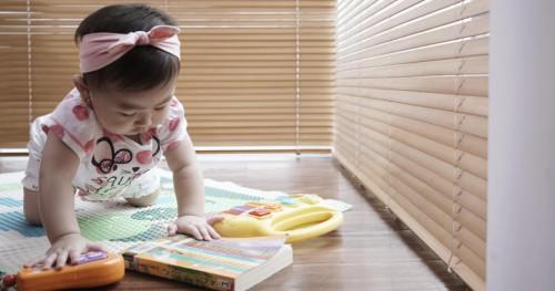 Ajarkan Anak Merangkak dengan 5 Cara ini
