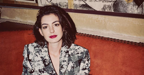 Anne Hathaway Mengutuk Kejadian Tragis di California