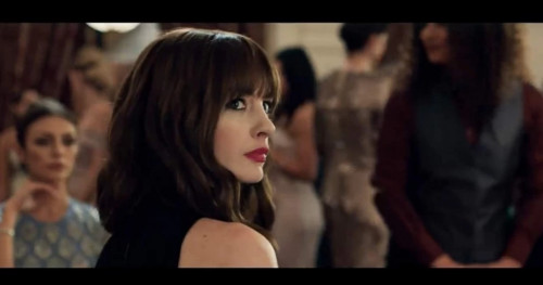 Anne Hathaway: Tampil Chic dengan Gaya Rambut Shag