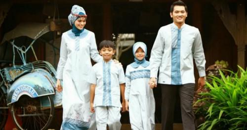 Tips Memilih Baju Sarimbit Keluarga untuk Dikenakan Saat Lebaran