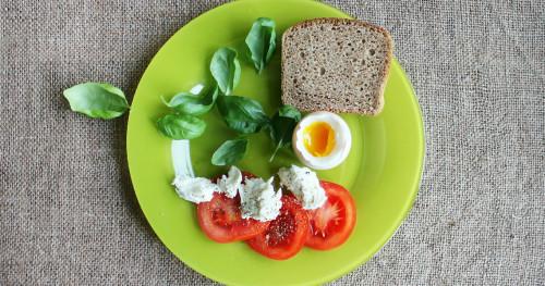 Benarkah Warna Alat Makan Pengaruhi Diet?
