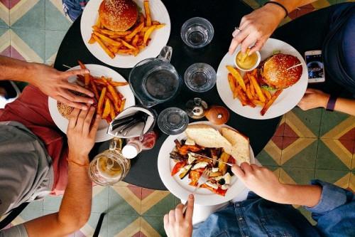 """""""Binge Eating Disorder"""" Berdampak Pada Obesitas dan Kondisi Psikologis Seseorang"""