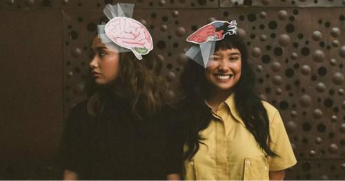 Brand Fashion Lokal UGLY Gandeng Putri Kembar Titi DJ untuk Koleksi Terbarunya