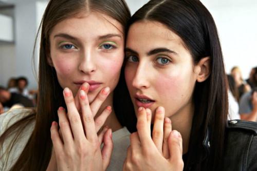 Bright Makeup Maksimalkan Tampilan Anda di Musim Panas