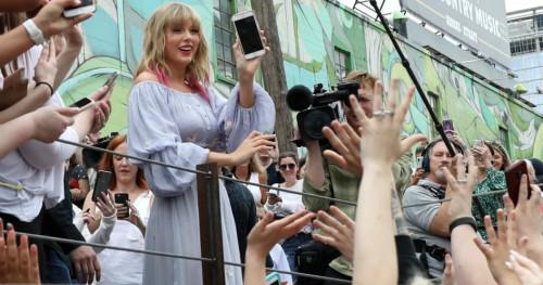Bukan Media, Taylor Swift Justru Undang Penggemarnya untuk Hearing Session Album Terbaru
