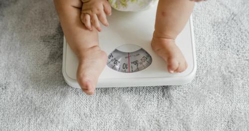 Jangan Khawatir, Berikut 3 Cara Menambah Berat Badan Bayi