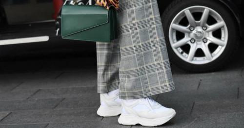 Musim Hujan, Begini Cara Mudah dan Praktis Membersihkan Sneakers Putih