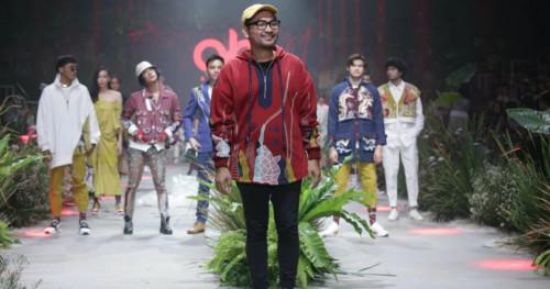 Desainer Ariy Arka Pamerkan Koleksi Busana dari Kain Sisa di Panggung Fashion Rhapsody