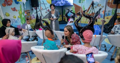 Disney Indonesia Boyong Angelina Jolie dan Sam Riley ke Rumah Sakit Kanker Dharmais, Jakarta