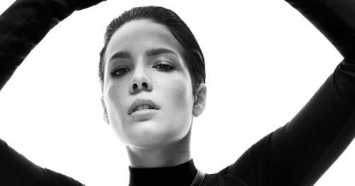 DKNY: Nuansa Monokrom untuk Tampil Modis a la Hasley