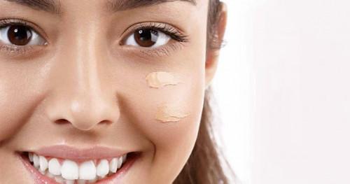 Cari Tahu di sini Perbedaan BB Cream dan Foundation, dari Tekstur Sampai Fungsi!