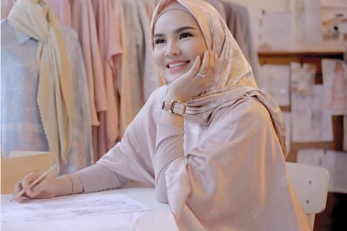 Gaya Busana Hijab Lebih Stylish Dengan Mengimplementasikan 3 Tip ala Ria Miranda