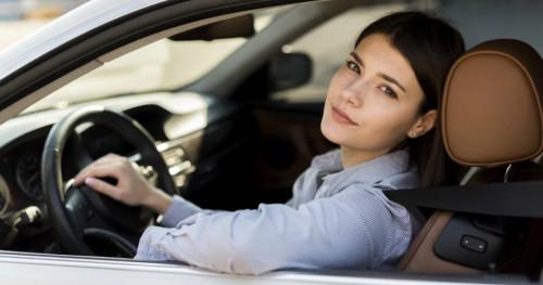 Ibu Hamil Menyetir Mobil? Perhatikan 4 Hal Penting Berikut Ini