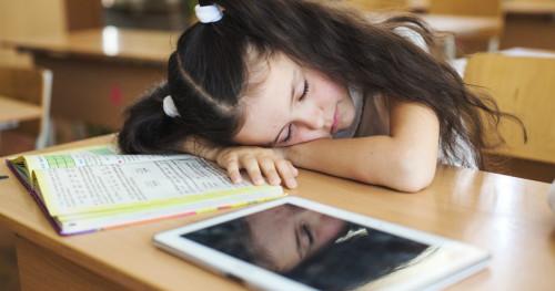 Ini Dampak yang Terjadi Jika Anak Terbiasa Tidur Larut Malam