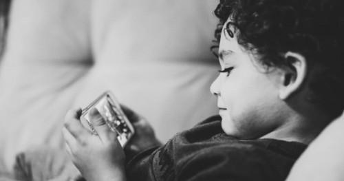 Inilah 3 Aturan Penting Memberikan Gadget Pada Anak