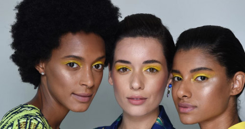 Inilah Warna Eyeshadow yang Tepat untuk Kulit Gelap
