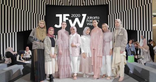 Jakarta Fashion Week 2020: Tren Make Up Perempuan Aktif