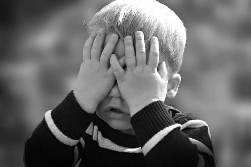 Kenali Sejak Dini Penyebab Gangguan Autisme Pada Anak-Anak