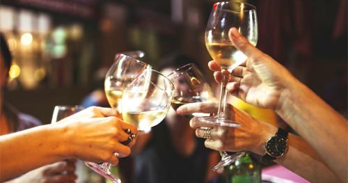 Ketahui Risiko Kanker Payudara Akibat Konsumsi Alkohol