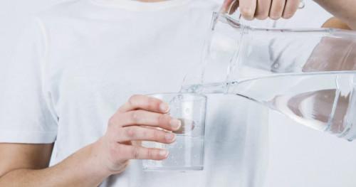 Konsumsi Air Mineral Berlebih Bisa Sebabkan Hiponatremia?