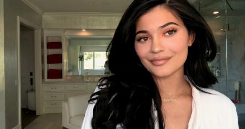 Kylie Jenner Kupas Trik Riasan Wajahnya dalam 10 Menit
