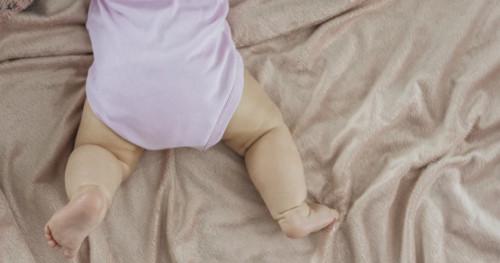 Lakukan 5 Cara Berikut Ini untuk Mengatasi Kulit Kering pada Bayi