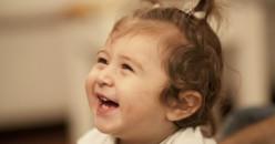 Lakukan 8 Cara Ampuh Ini untuk Membuat Bayi Tertawa