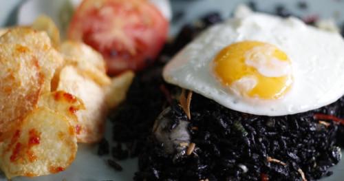 Tips Masak #DiRumahAja, Berikut Cara Membuat Nasi Goreng Cumi Hitam yang Lezat