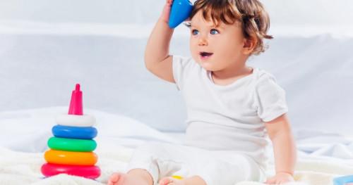 Perkembangan Bayi 6 Bulan: Mengenal MPASI dan Mulai Bisa Duduk Sendiri
