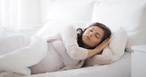 Inilah Posisi Tidur Ibu Hamil yang Dilarang Dokter