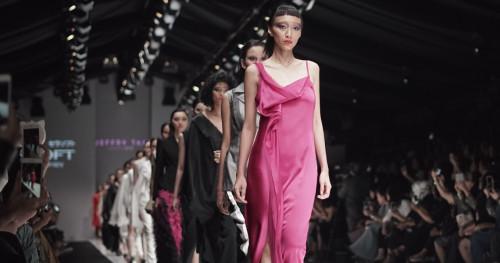 Prediksi Wajah Mode 2018 Dari Jakarta Fashion Week