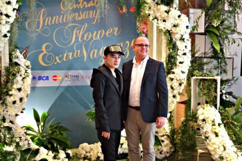 Rayakan Hari Jadinya Pusat Perbelanjaan Ini Gelar Pameran Bunga Sensasional