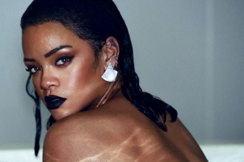 Rihanna Rilis 6 Pasang Sepatu Hasil Kolaborasi Dengan Manolo Blahnik