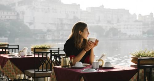 Sebaiknya Hindari 5 Jenis Makanan Ini Saat Traveling