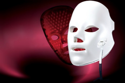 Serba-serbi Perawatan Wajah LED Light Face Mask Yang Digilai Selebriti Hollywood