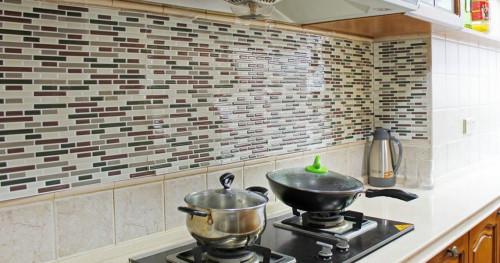 Solusi Vinil untuk Dekorasi Dinding Dapur dan Kamar Mandi
