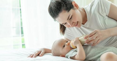 Ibu Wajib Perhatikan, Inilah 5 Tanda Overfeeding ASI pada Bayi