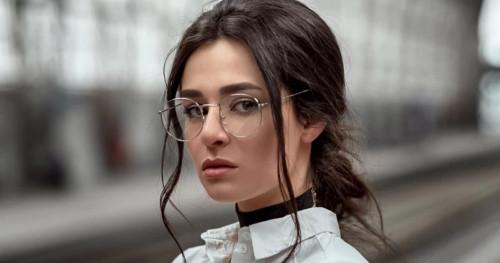 Tips Merias Wajah untuk Kamu yang Berkacamata Agar Tampil Semakin Menawan