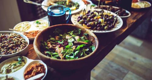 Waktu Makan Malam yang Tepat saat Puasa