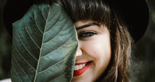 Yenny Wahid: Memperkenalkan Tiga Nuansa Lipstik Mora